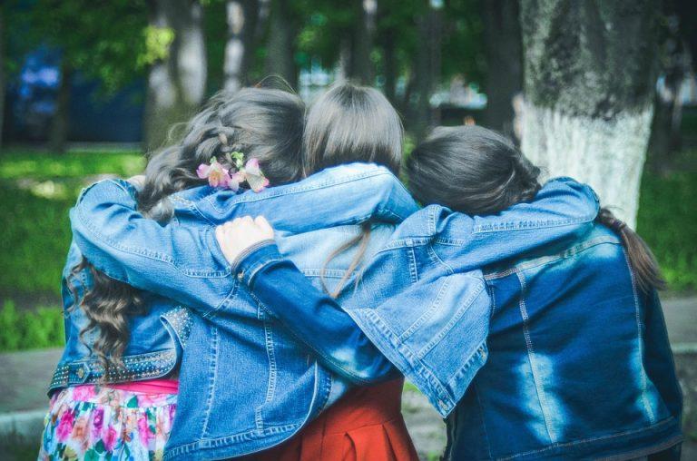 PICCOLE DONNE CRESCONO: ogni ragazza può essere ciò che vuole.